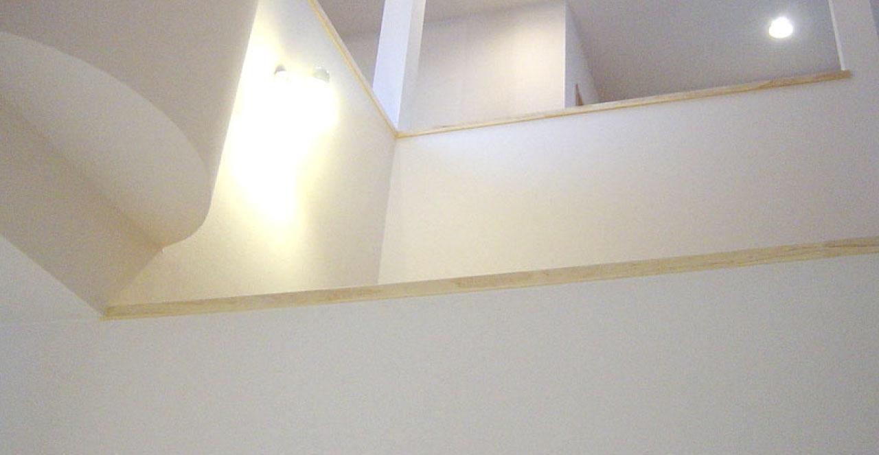 大きな階段吹き抜けが家族をつなぐ家